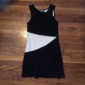 vFish Small Black And White Sleeveless Dress